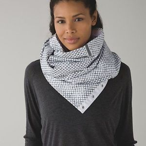 Lululemon Vinyasa Scarf *Fleece